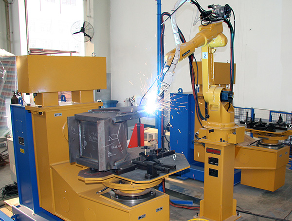 动臂臂头机器人焊接系统