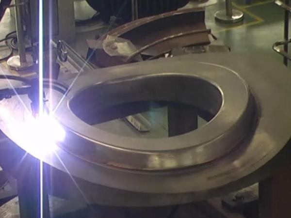 马鞍型端面立面热丝TIG堆焊机