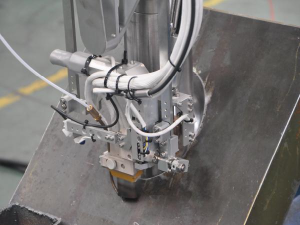 J型坡口自动焊机