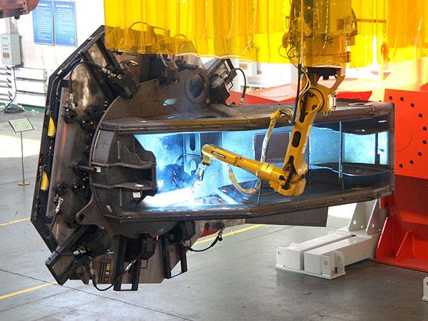 汽车起重机-转台机器人焊接系统