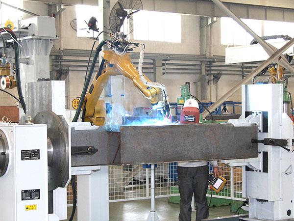 汽车起重机-支腿机器人焊接系统