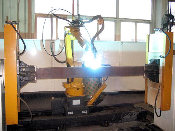 平衡梁机器人焊接系统