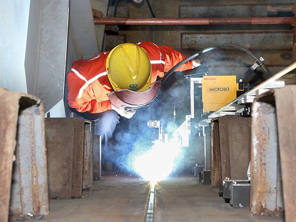 钢箱梁现场拼接-立焊