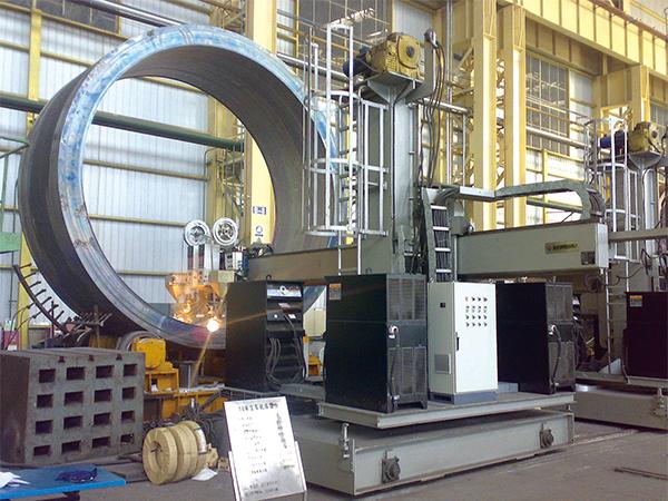 筒体带极自动堆焊中心