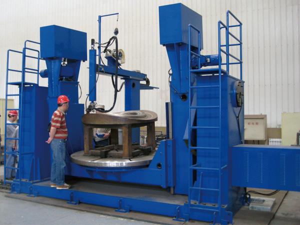 马鞍型端立面热丝TIG堆焊机