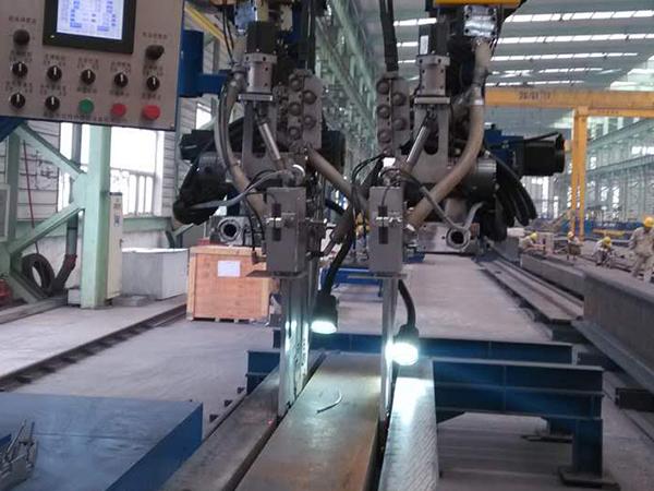 悬臂式智能双头双丝窄间隙焊机