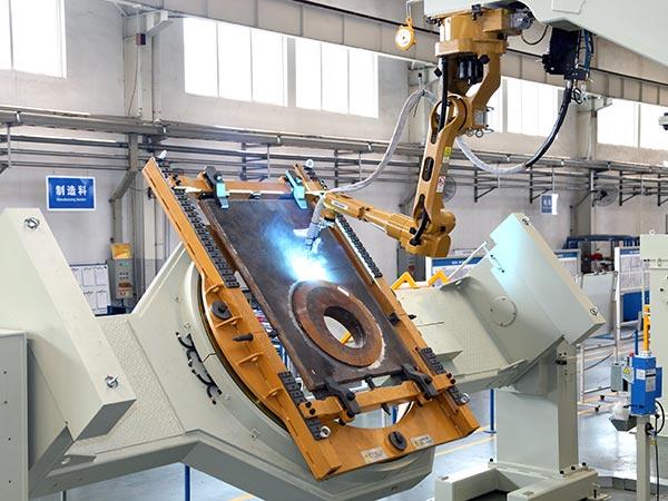 平衡梁重磅板机器人焊接系统