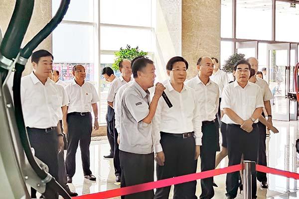 省委书记王东峰视察企业